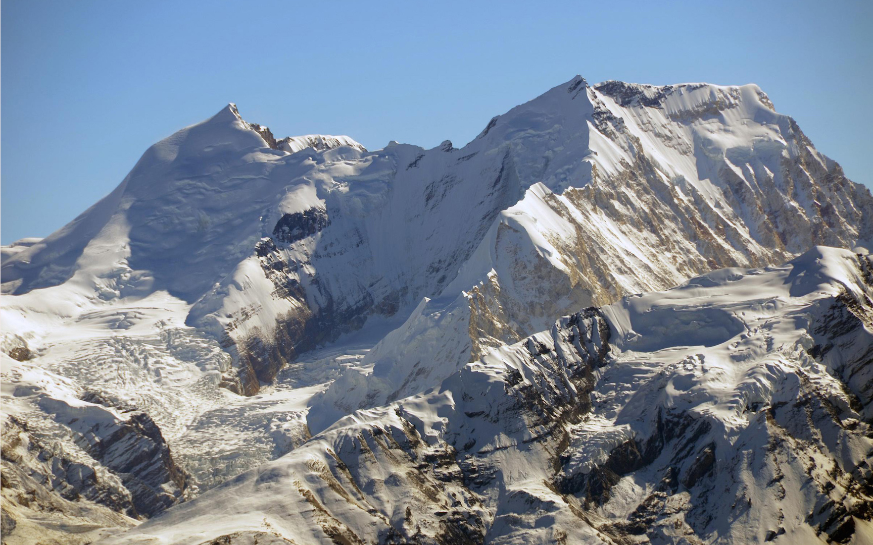 HIMLUNG HIMAL EXPEDITION ( 7126 M )